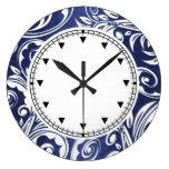 Floral elegante blanco azul reloj