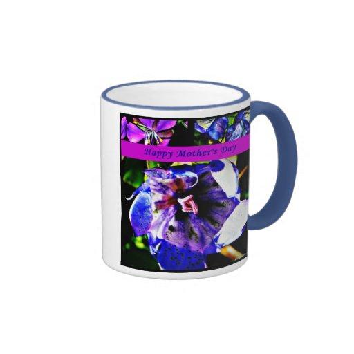 floral en la taza feliz azul del día de madre