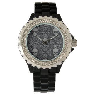 Floral gótico de la textura gris y negra del reloj de mano