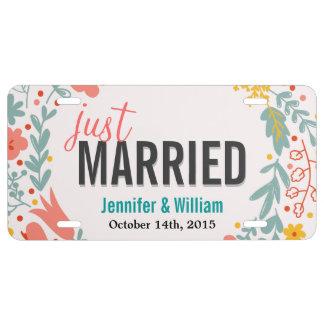 Floral hermoso apenas casado casando la decoración placa de matrícula