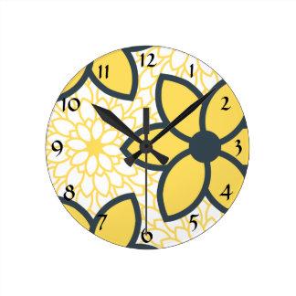 Floral moderno del amarillo, del blanco y del carb reloj redondo mediano