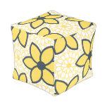 Floral moderno del amarillo, del blanco y del puff cuadrado