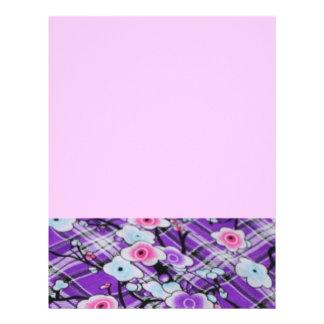 Floral púrpura plantillas de membrete
