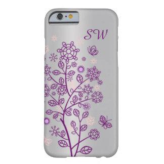 Floral púrpura, mariposa en la plata funda para iPhone 6 barely there