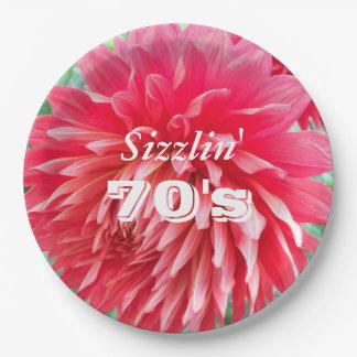 Floral rojo del 70.o cumpleaños de Sizzlin Plato De Papel De 9 Pulgadas