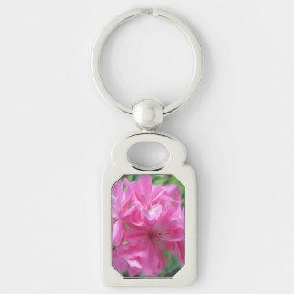 Floral rosado del geranio llavero plateado rectangular