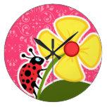 Floral rosado; Mariquita Relojes De Pared