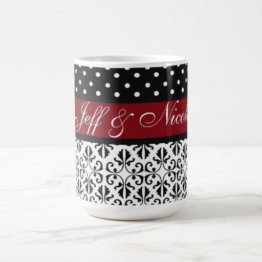 Floral y lunares en personalizado rojo taza clásica