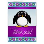 Florales coloridos del pingüino lindo le agradecen tarjeta