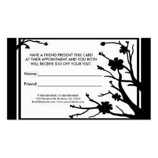 Florales negros blancos refieren tarjetas de una v plantilla de tarjeta de negocio