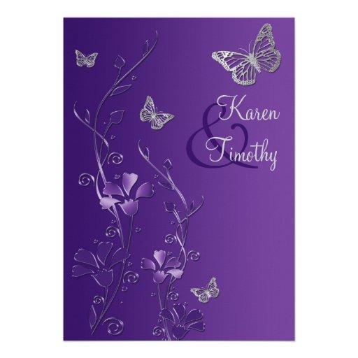 Florales púrpuras y de plata con las mariposas inv invitación personalizada
