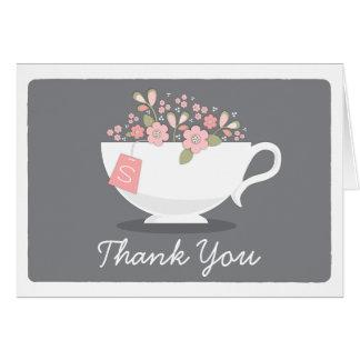 Florales rosados de la taza de té le agradecen tarjeta pequeña