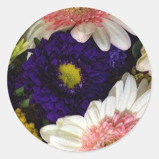 Florece el imán rosado blanco azul pegatina redonda