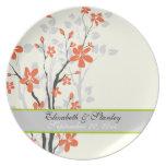 Florece la placa anaranjada del recuerdo del boda  platos para fiestas