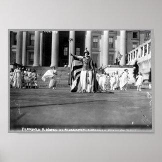 """Florencia F. Noyes como """"libertad"""" en desfile del Póster"""
