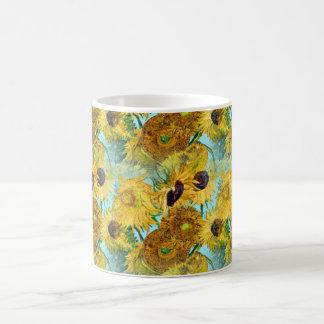 Florero con doce girasoles de Vincent van Gogh Taza Básica Blanca
