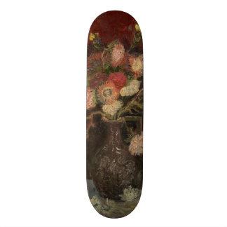 Florero con los asteres y los gladiolos chinos de skate boards