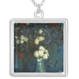 florero con los cornflowers y las amapolas, Van Collar Plateado