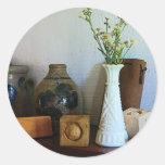 Florero con los Wildflowers, las cajas y los Etiqueta Redonda