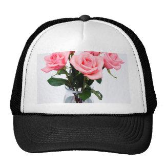 Florero de cristal de rosas rosados gorros