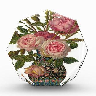 Florero de rosas rosados