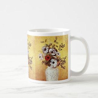 Florero rojo de las flores, flores de Odilon Redon Taza Básica Blanca