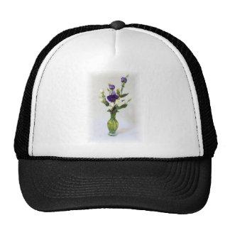 Florero verde del vintage con las flores gorro
