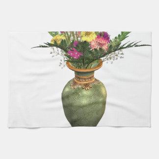 Florero verde y arreglo floral toalla de cocina
