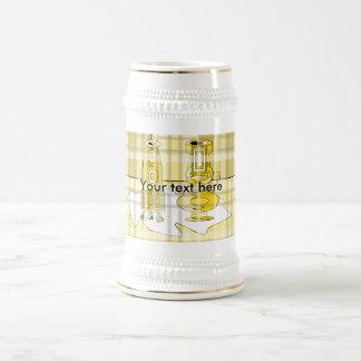 Floreros amarillos modernos en tela escocesa taza de café