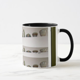 Floreros en la taza blanca de la esquina, del café