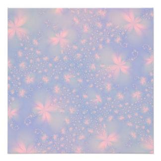 Flores abstractas rosadas en la impresión azul de