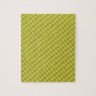 Flores amarillas con el fondo verde puzzle