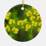 Flores amarillas de la primavera ornamento para reyes magos