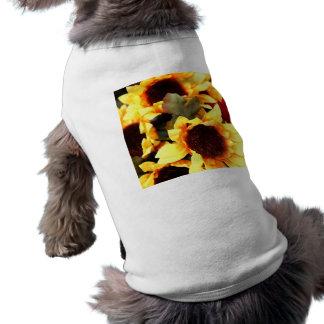 Flores amarillas del arte playera sin mangas para perro