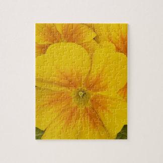 Flores amarillas del pensamiento rompecabezas con fotos