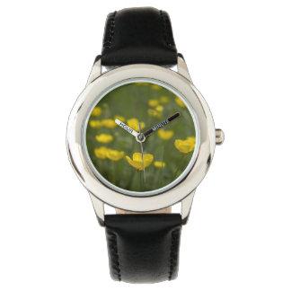 Flores amarillas del ranúnculo reloj de mano