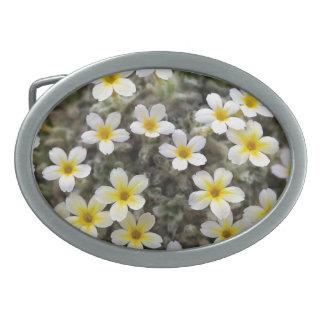 Flores amarillas minúsculas hebilla cinturon oval
