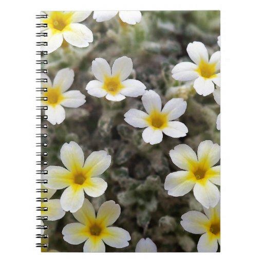 Flores amarillas minúsculas libreta