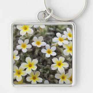 Flores amarillas minúsculas llavero cuadrado plateado