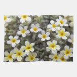 Flores amarillas minúsculas toalla de mano