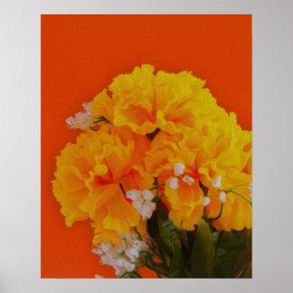 Flores amarillas pintadas en el naranja poster