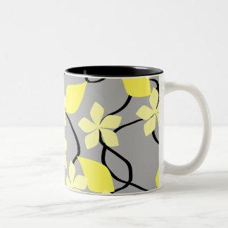 Flores amarillas y grises. Modelo floral Tazas De Café