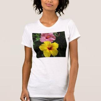Flores amarillas y rosadas de Hawaii del hibisco Playera