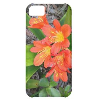 Flores anaranjadas de buen gusto funda para iPhone 5C