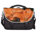 Flores anaranjadas de Lilly Bolsa De Ordenador