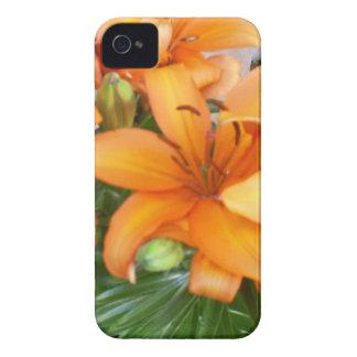 Flores anaranjadas del lirio Case-Mate iPhone 4 cárcasas