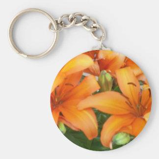 Flores anaranjadas del lirio llavero redondo tipo pin