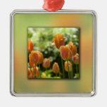 Flores anaranjadas del tulipán adornos de navidad