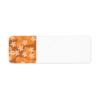 Flores anaranjadas. Modelo floral retro Etiquetas De Remite