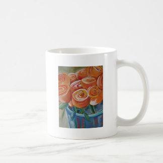 Flores anaranjadas taza clásica